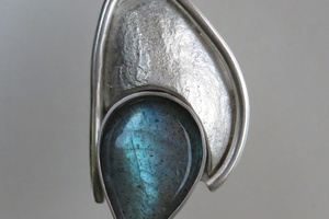 Silver and labradorite pendant.