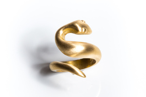 18 karat yellow gold snake ring